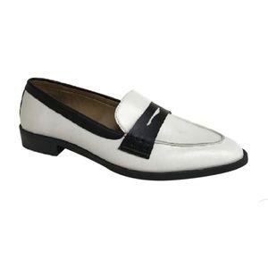 🆕 Scoop Anya White & Black Loafers 9 NWOT